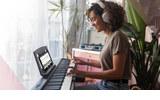 Lecciones de piano online gratis de Roland y Skoove